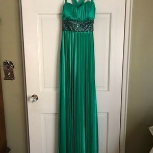 Dresses & Skirts - Prom/evening gown